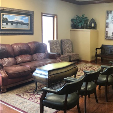 The comfortable lobby of Singing River Dentistry in Tuscumbia, AL